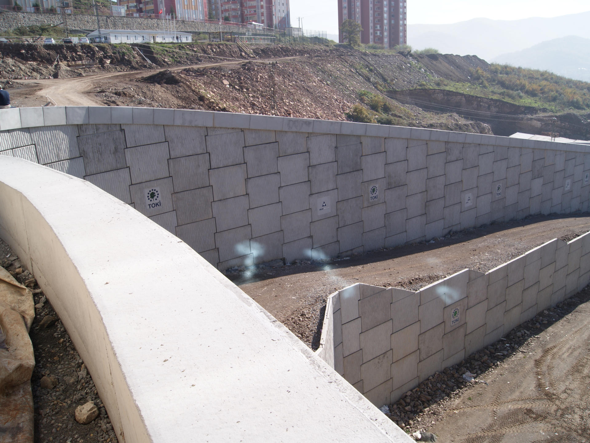 Stabilized Earth Retaining Road : An innovative construction solution reinforced earth