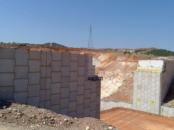 Stabilized Earth Walls Construction : An innovative construction solution reinforced earth